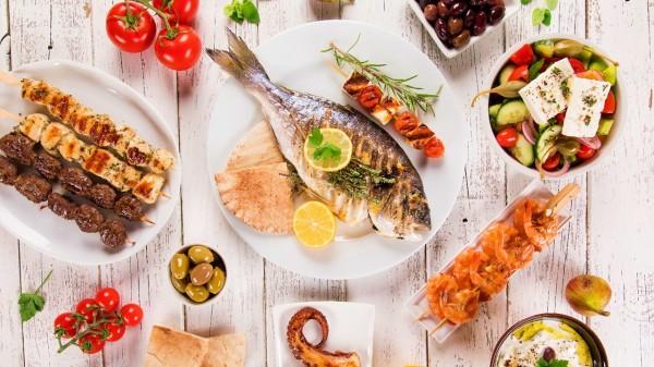 杀鱼和吃鱼生的时候要注意避免被鱼鳍伤到或者吃生鱼鳍。