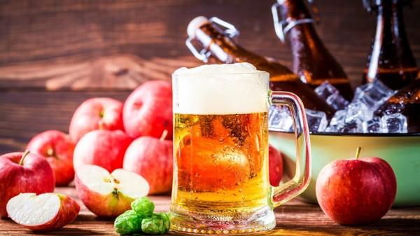 酒随着血液循环进入全身,也会进入肺脏,肺的阴血就被酒精耗伤了。