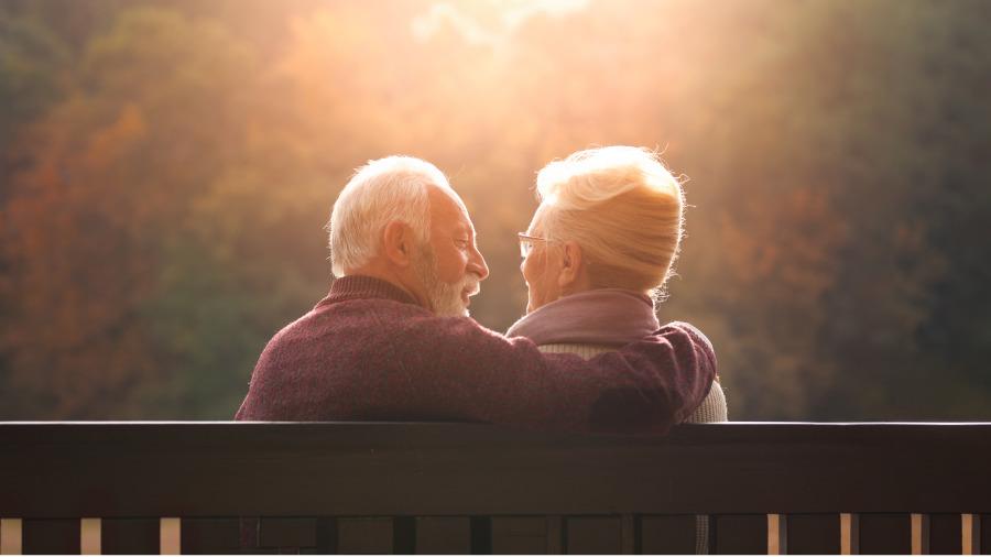 人到晚年,最怕什麼?兩個老人說了心裏話!
