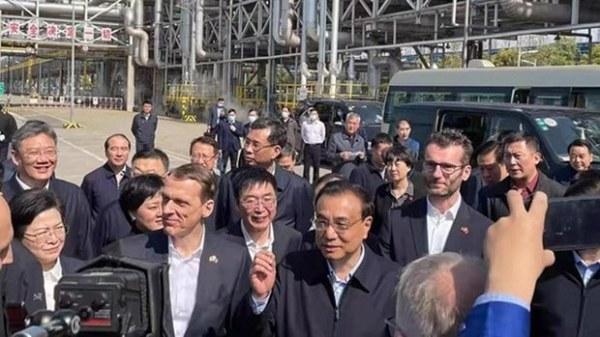 李克强突然考察南京为耐克等品牌提供原材料的中德合资化工厂