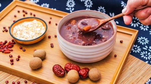龙眼、枸杞、桂圆肉、大枣等都可以温补肾阳。