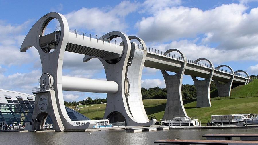 """世上唯一会""""旋转翻身""""花6亿打造的吊桥。"""