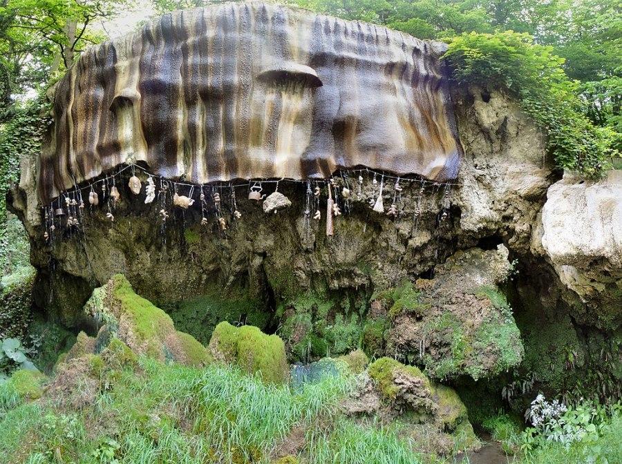 英国北约克郡的神秘的石化井。