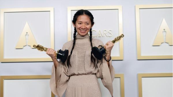 4月29日,趙婷憑藉《無依之地》獲得奧斯卡獎。