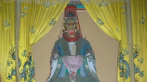 北京颐和园中的龙王像。