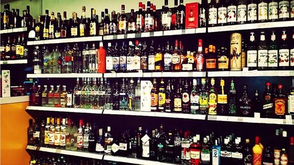 东北公安局副局长情人逼商人换房:几十万白酒换1300万房产